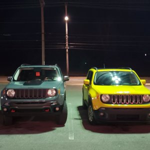 Lifted Trailhawk vs stock sport.jpg